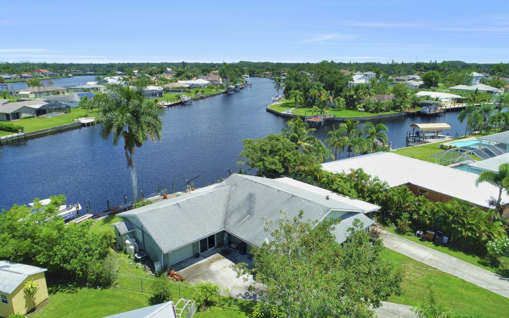 2014 Aruba Ave, Fort Myers - Home For Sale 831047703