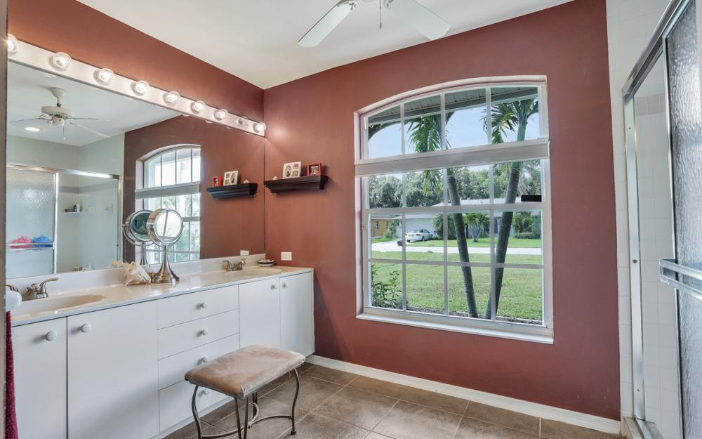 9897 Country Oaks Dr, Fort Myers - Home For Sale 1081386527