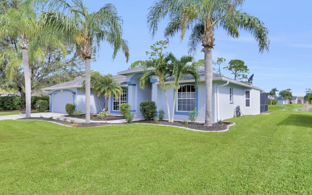 9897 Country Oaks Dr, Fort Myers - Home For Sale 356176797