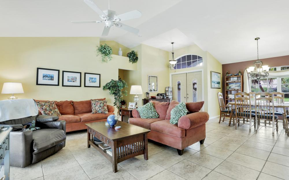 9897 Country Oaks Dr, Fort Myers - Home For Sale 306530032