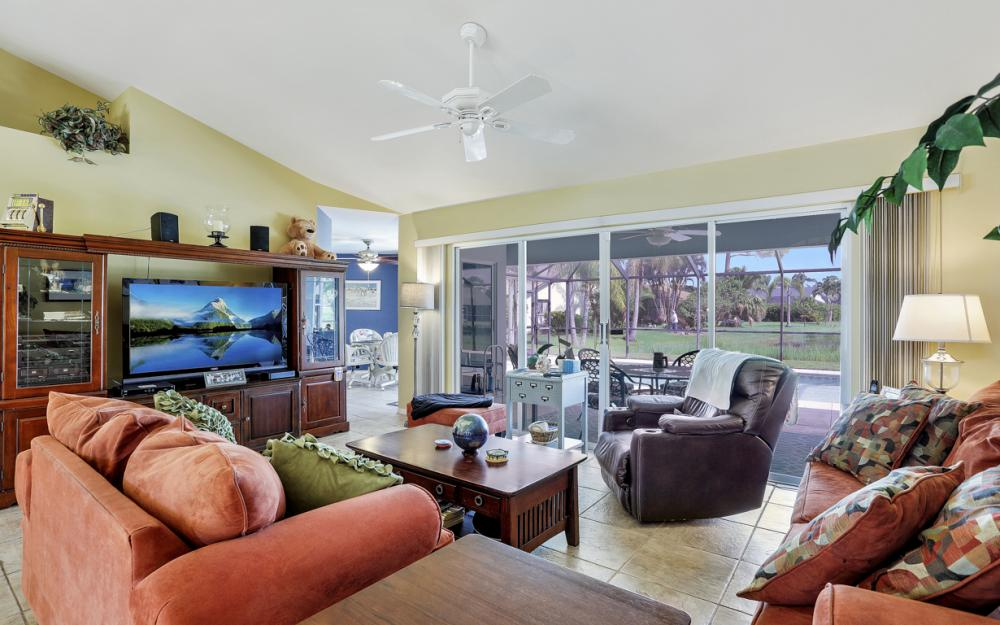 9897 Country Oaks Dr, Fort Myers - Home For Sale 788457102