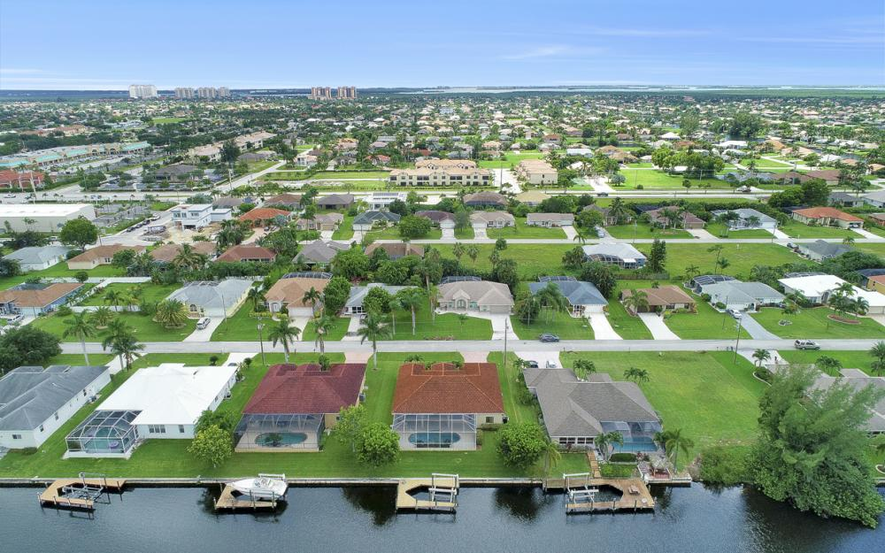 1819 SW 47th St, Cape Coral - Home For Sale 2140518290