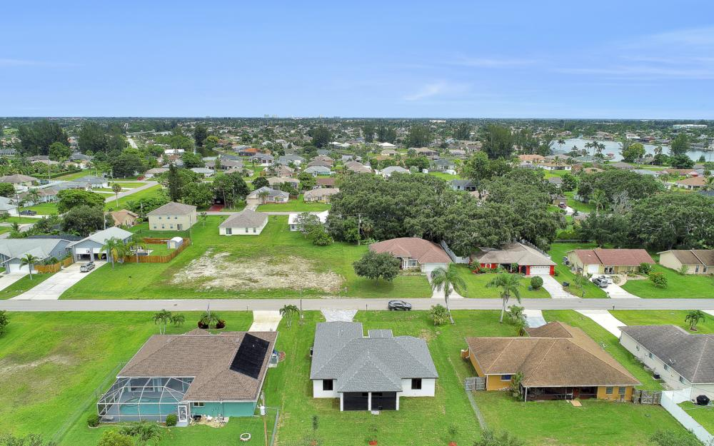 916 SW 7th Ave, Cape Coral - Model Home  81292260