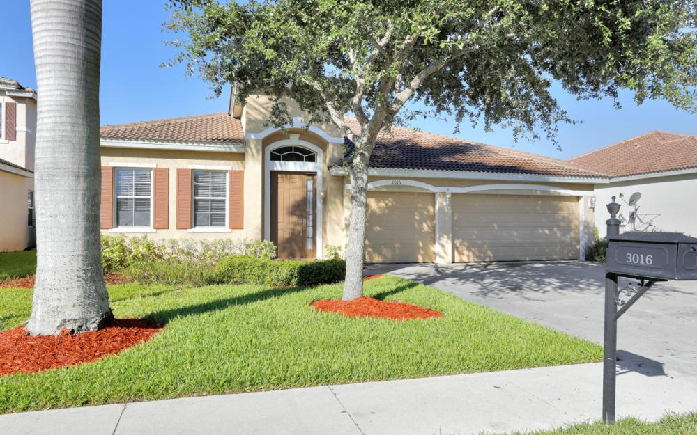 3016 Lake Manatee Ct, Cape Coral - Home For Sale 1197472294