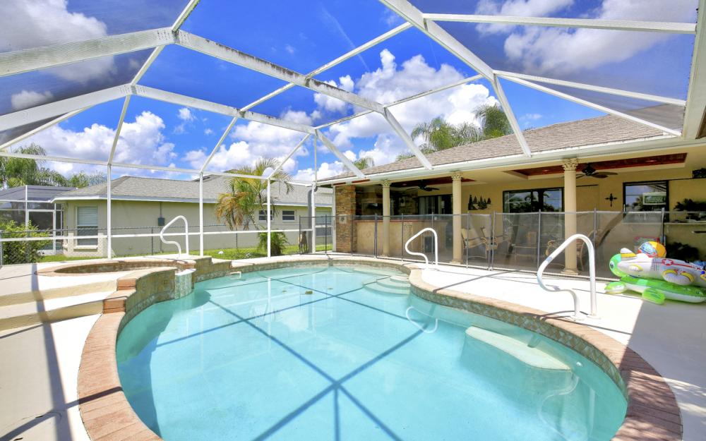 402 SE 31st Ter, Cape Coral - Home For Sale 881313056
