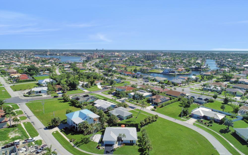 385 Century Dr, Marco Island - Home For Sale 1040496928