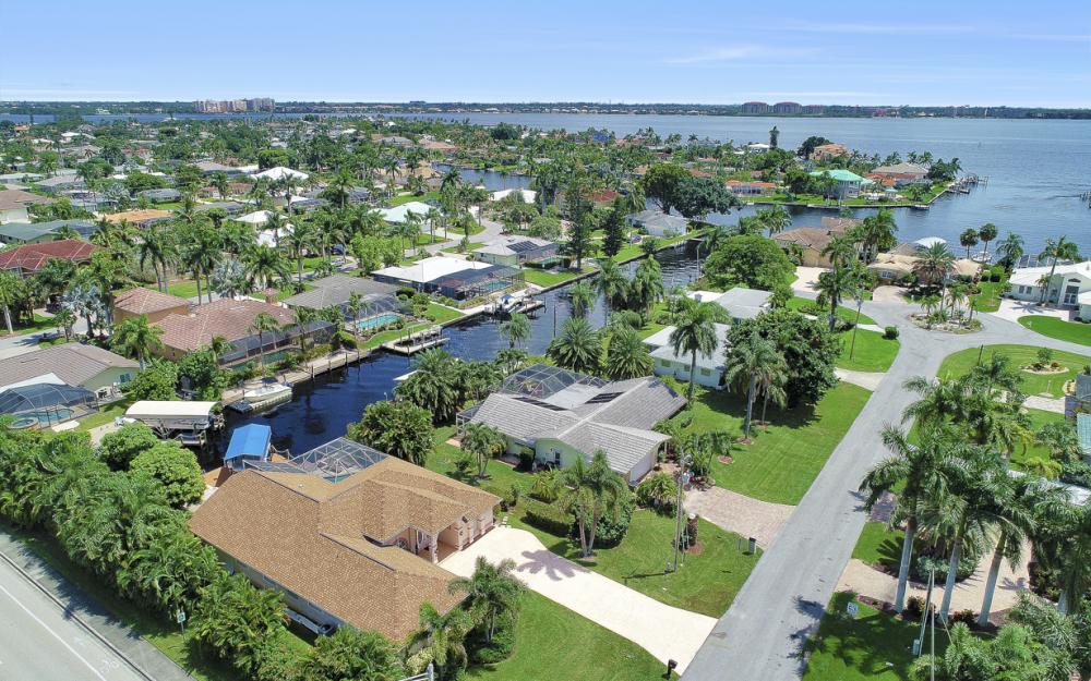 5607 Coronado Ct, Cape Coral - Home For Sale 1994152302