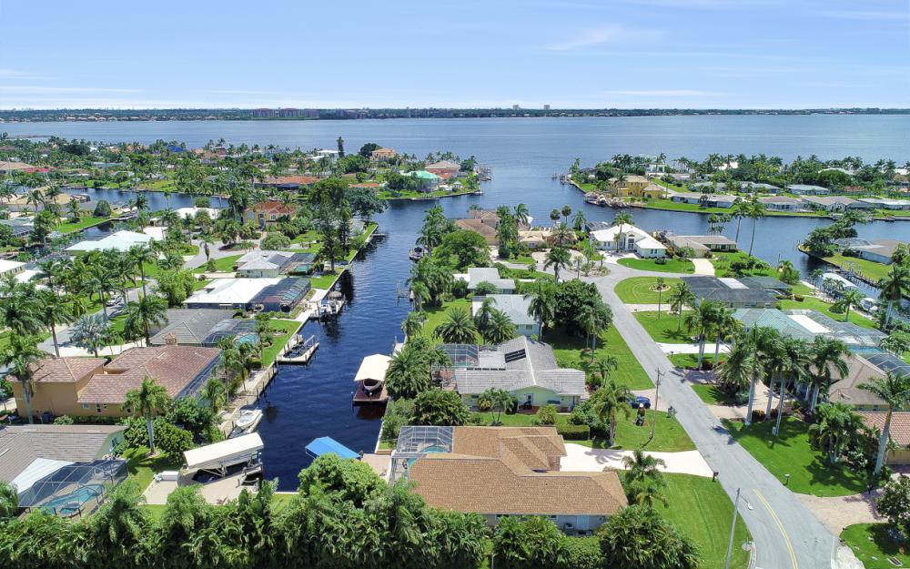 5607 Coronado Ct, Cape Coral - Home For Sale 1981042639