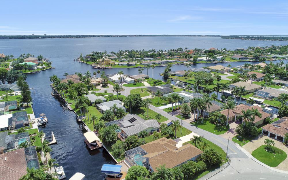 5607 Coronado Ct, Cape Coral - Home For Sale 332404518