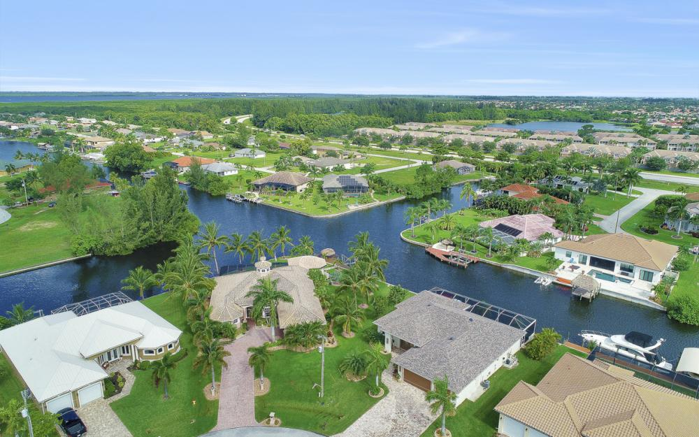 2613 SW 26th Ter Cape Coral - Home For Sale 72029832