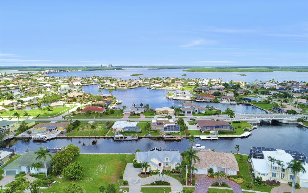467 Nassau Ct, Marco Island - Home For Sale 2007053630