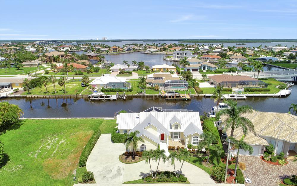 467 Nassau Ct, Marco Island - Home For Sale 223657868