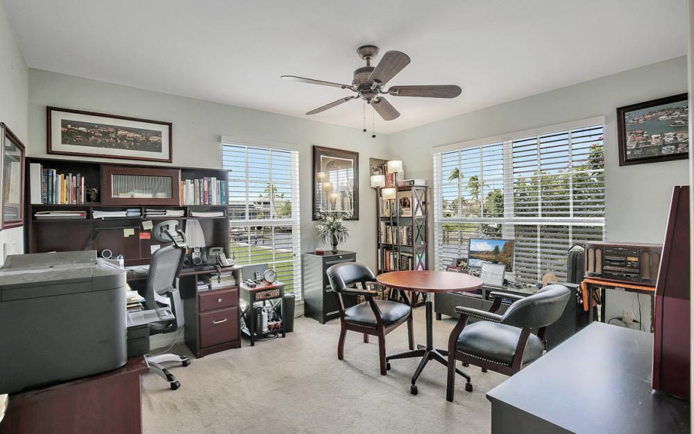 467 Nassau Ct, Marco Island - Home For Sale 89855248