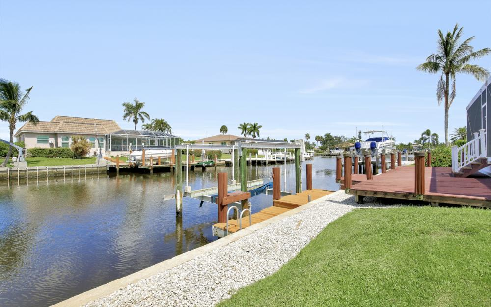 467 Nassau Ct, Marco Island - Home For Sale 2146543042