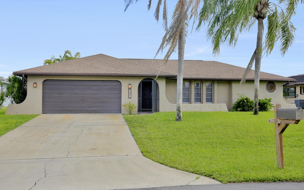 1201 SE 32nd Ter, Cape Coral - Home For Sale 832651793
