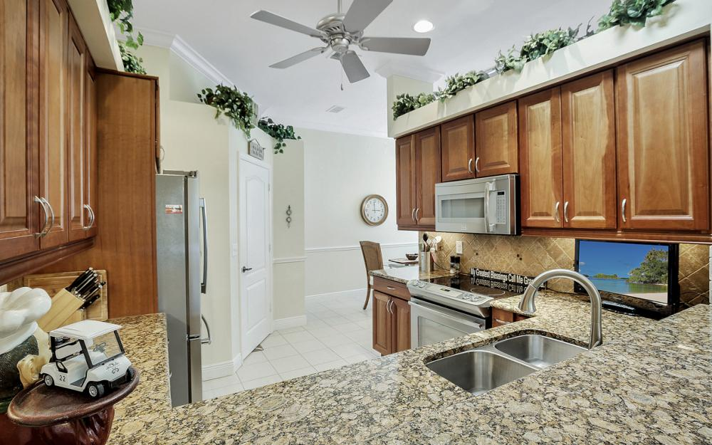 14008 Hickory Marsh Ln, Fort Myers - Home For Sale 64040721