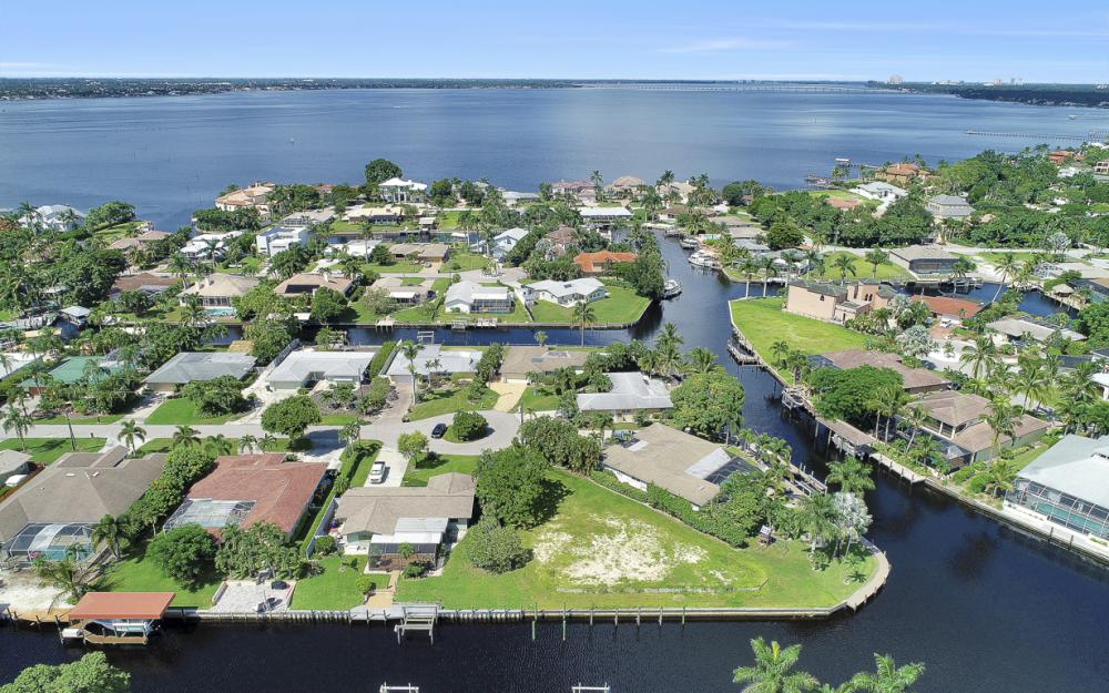 422 Parkway Ct, Fort Myers   - Lot For Sale 760607372