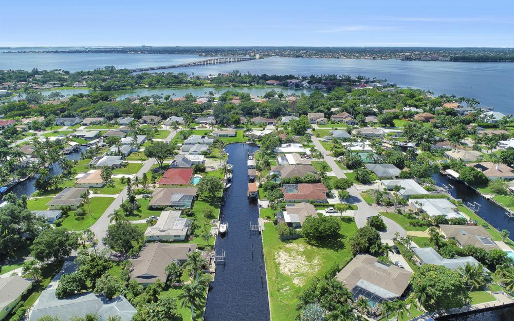 422 Parkway Ct, Fort Myers   - Lot For Sale 977680510
