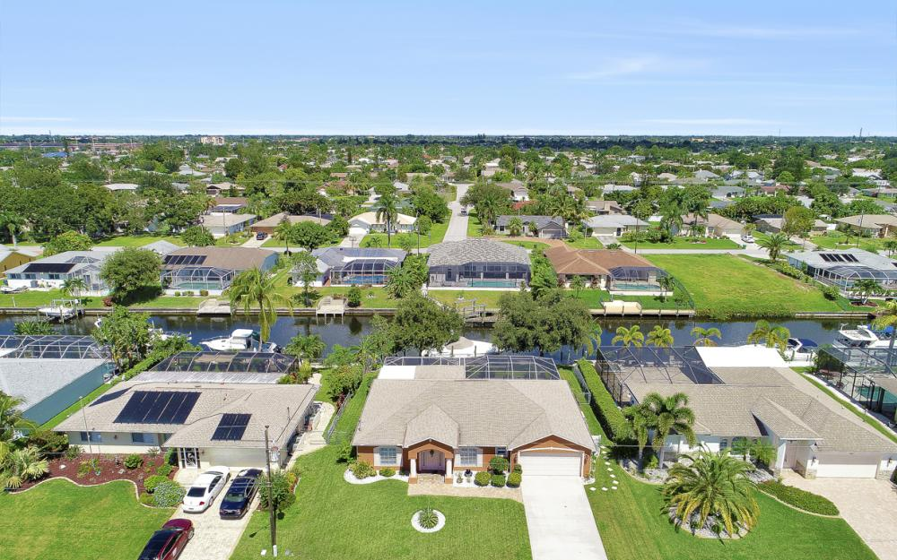 1821 SE 10th St, Cape Coral - Home For Sale 340436600