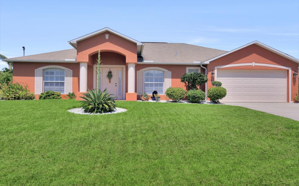 1821 SE 10th St, Cape Coral - Home For Sale 1088286723