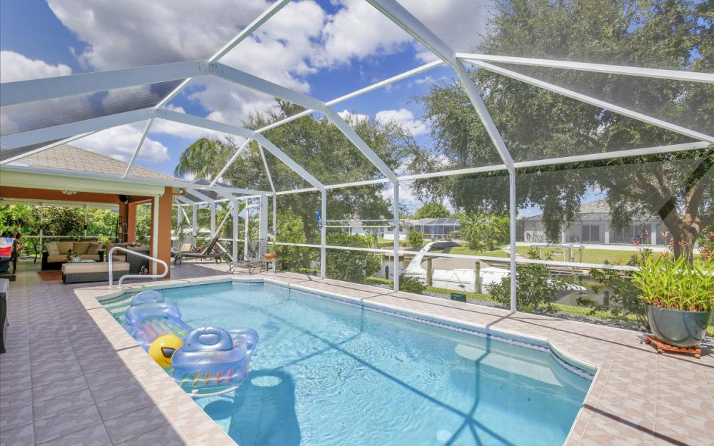 1821 SE 10th St, Cape Coral - Home For Sale 245203655