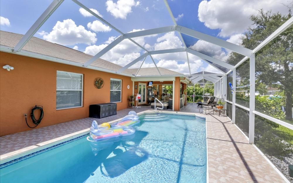 1821 SE 10th St, Cape Coral - Home For Sale 414784554