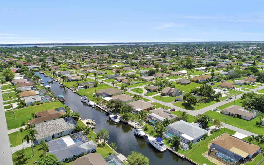 1821 SE 10th St, Cape Coral - Home For Sale 1351931519