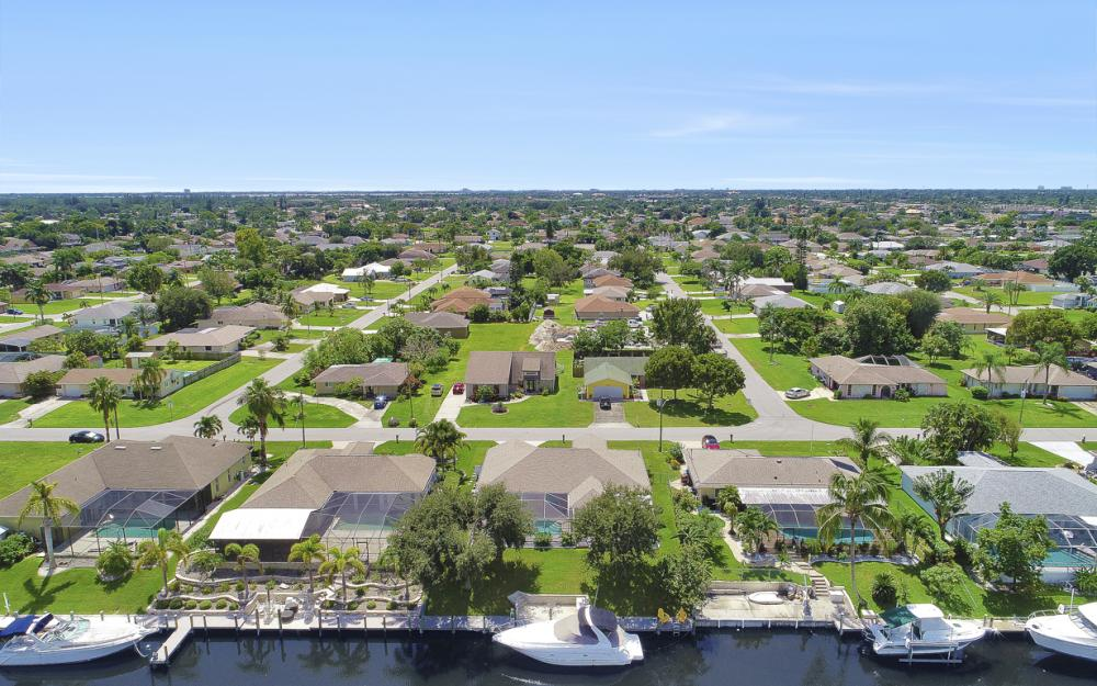 1821 SE 10th St, Cape Coral - Home For Sale 1359382569