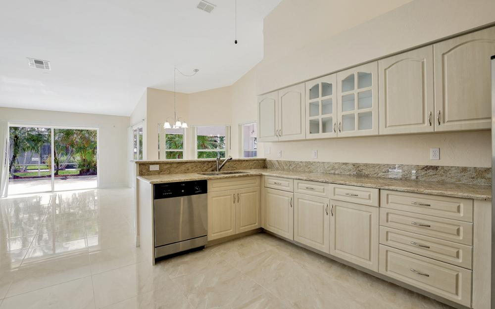 9270 Old Hickory Cir, Fort Myers - Home For Sale 1488304282