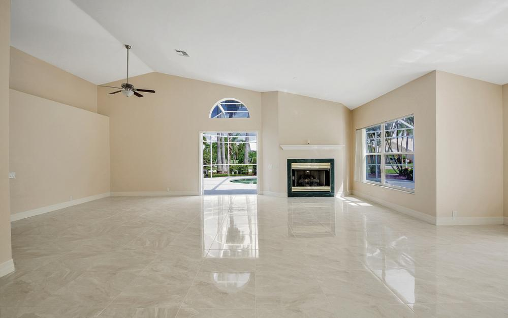 9270 Old Hickory Cir, Fort Myers - Home For Sale 100985383