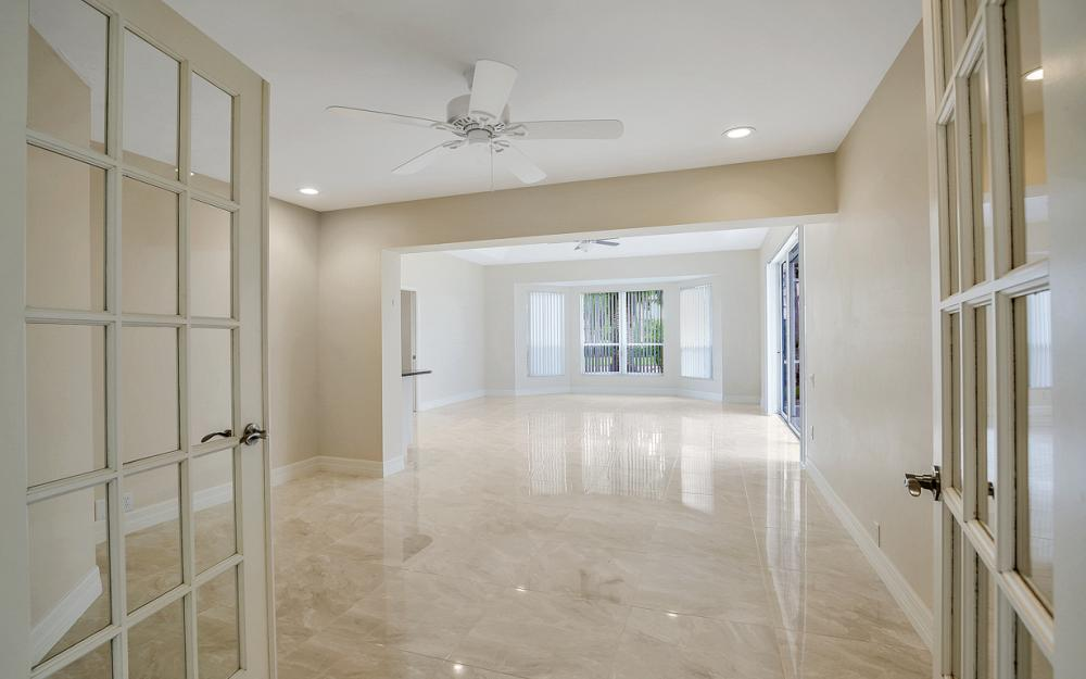 9270 Old Hickory Cir, Fort Myers - Home For Sale 349178489