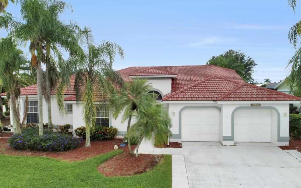 9270 Old Hickory Cir, Fort Myers - Home For Sale 735271055