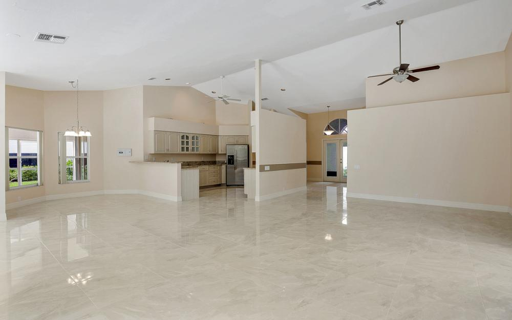 9270 Old Hickory Cir, Fort Myers - Home For Sale 117200959