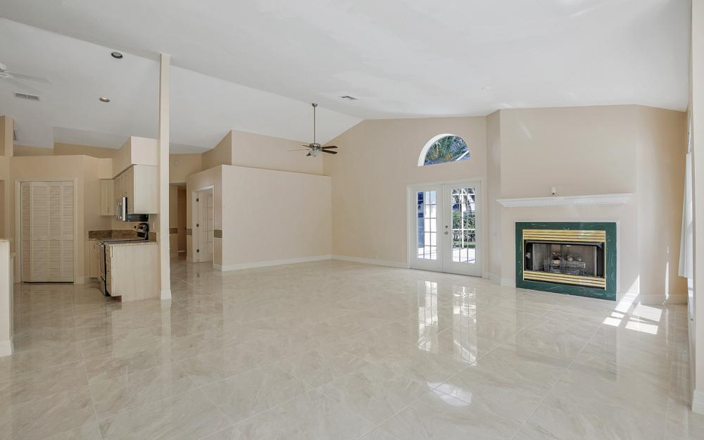 9270 Old Hickory Cir, Fort Myers - Home For Sale 1087154524