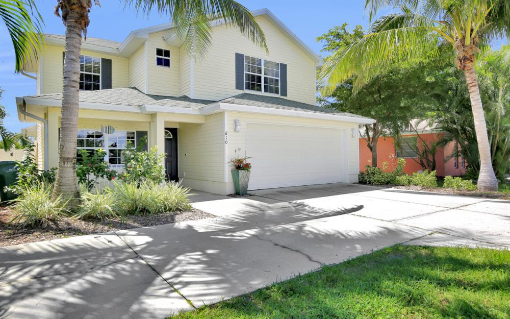 610 111th Ave N, Naples - Vacation Rental  1169325367