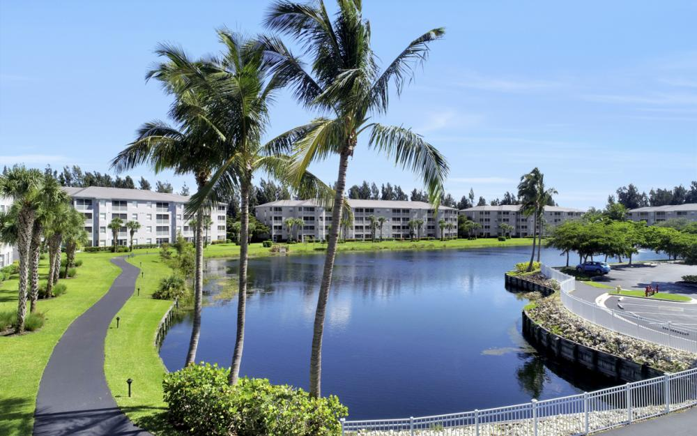 16575 Lake Circle Dr #1114, Fort Myers - Condo For Sale 206363315