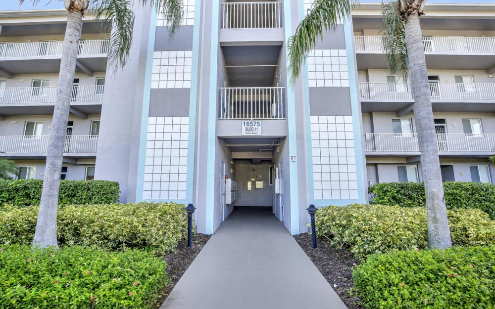 16575 Lake Circle Dr #1114, Fort Myers - Condo For Sale 80033821