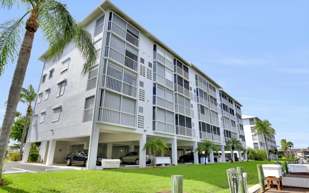 4531 Bay Beach Ln #133, Fort Myers Beach - Condo For Sale 2065409900