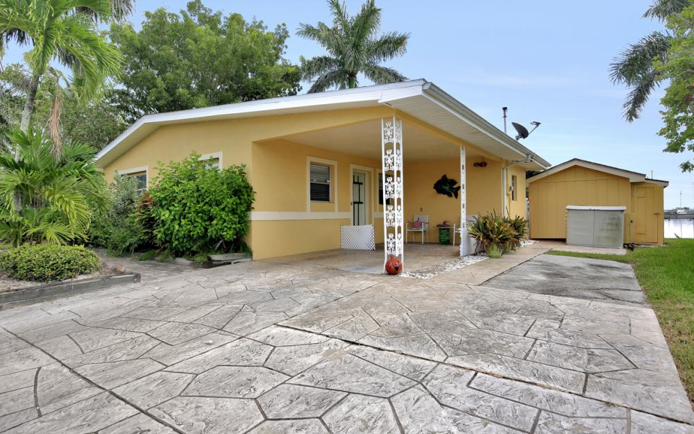 2561 Bayshore Dr, Matlacha - Home For Sale 2033695891