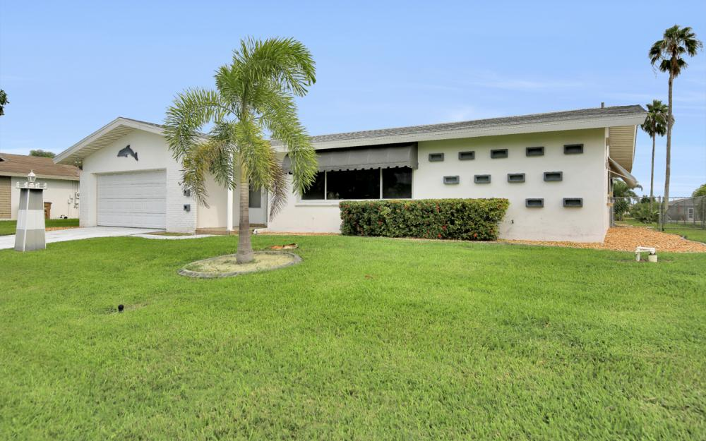 4305 SE 13th Pl, Cape Coral - Home For Sale 1030896351
