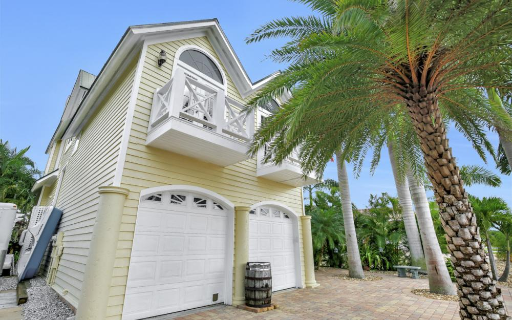 1992 Bahama Ave, Fort Myers - Home For Sale 2138427728
