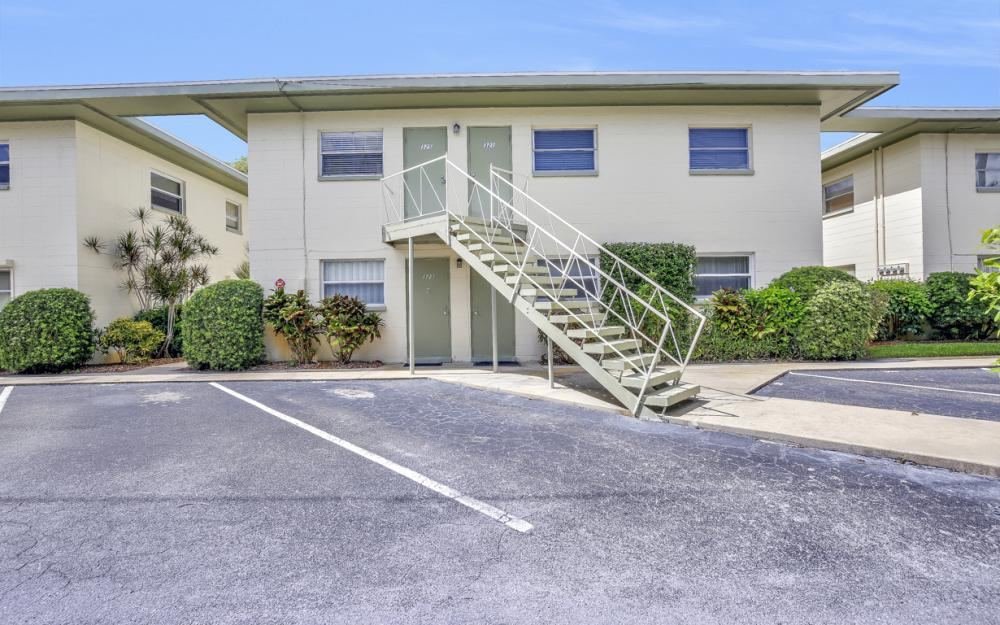 325 6th St S, Naples - Condo For Sale 1392312544