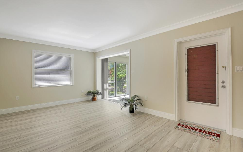 325 6th St S, Naples - Condo For Sale 1457956271