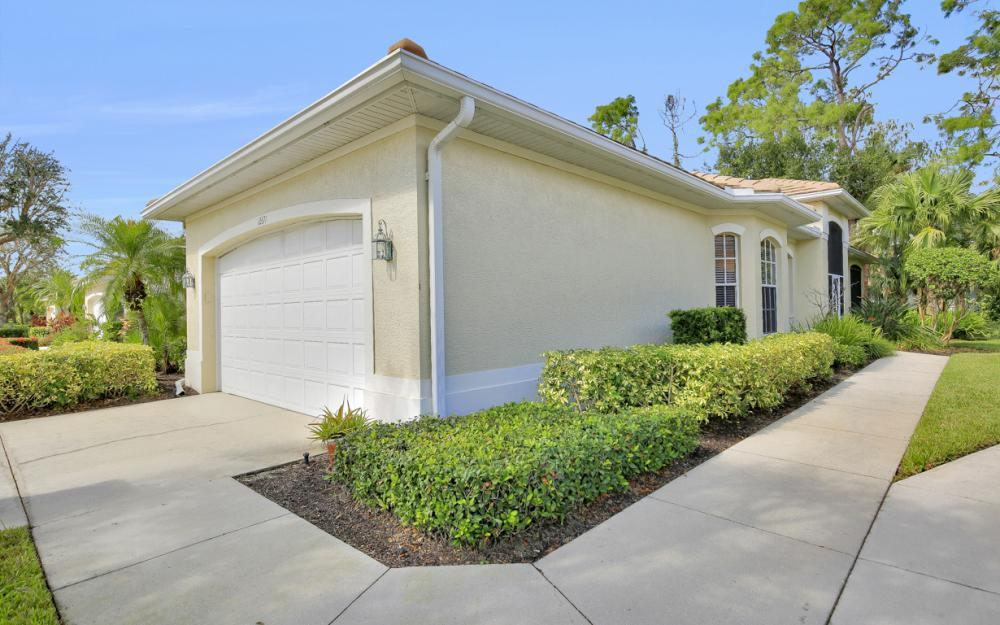 12671 Fox Ridge Dr, Bonita Springs - Home For Sale 1012002133