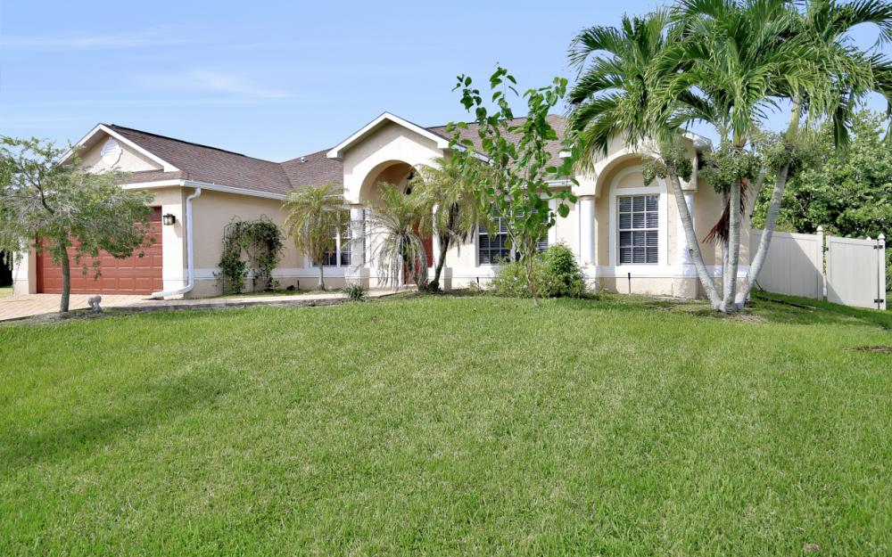 2213 SW 44th St, Cape Coral - Home For Sale 379939679