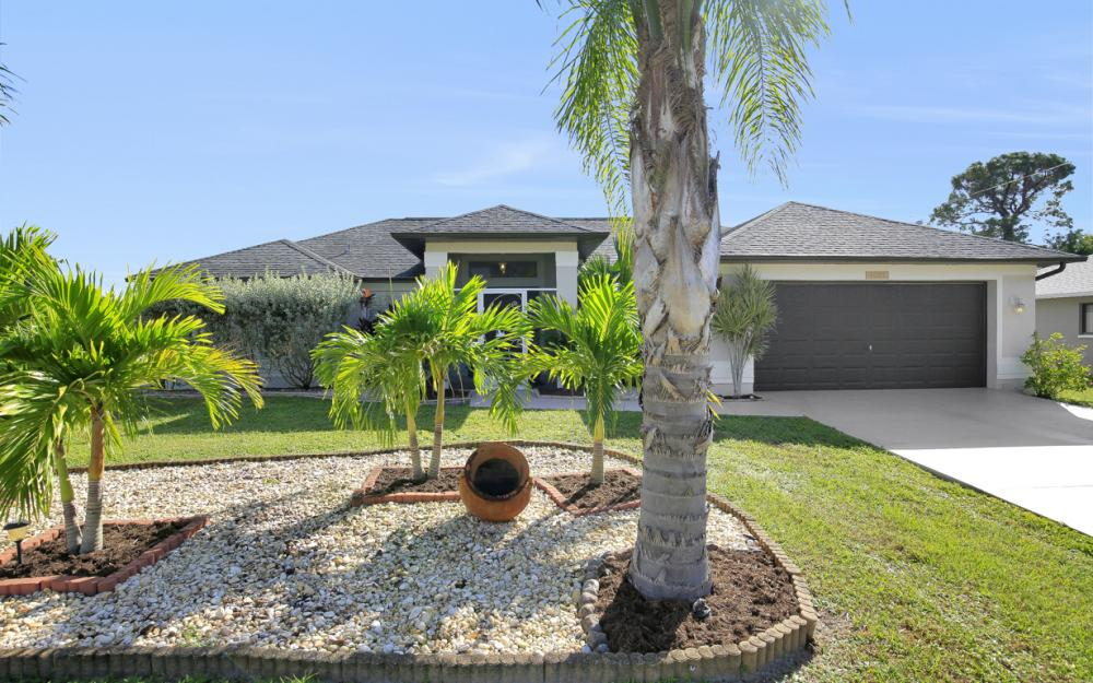 1025 NE 6th Ave, Cape Coral - Home For Sale 38756157