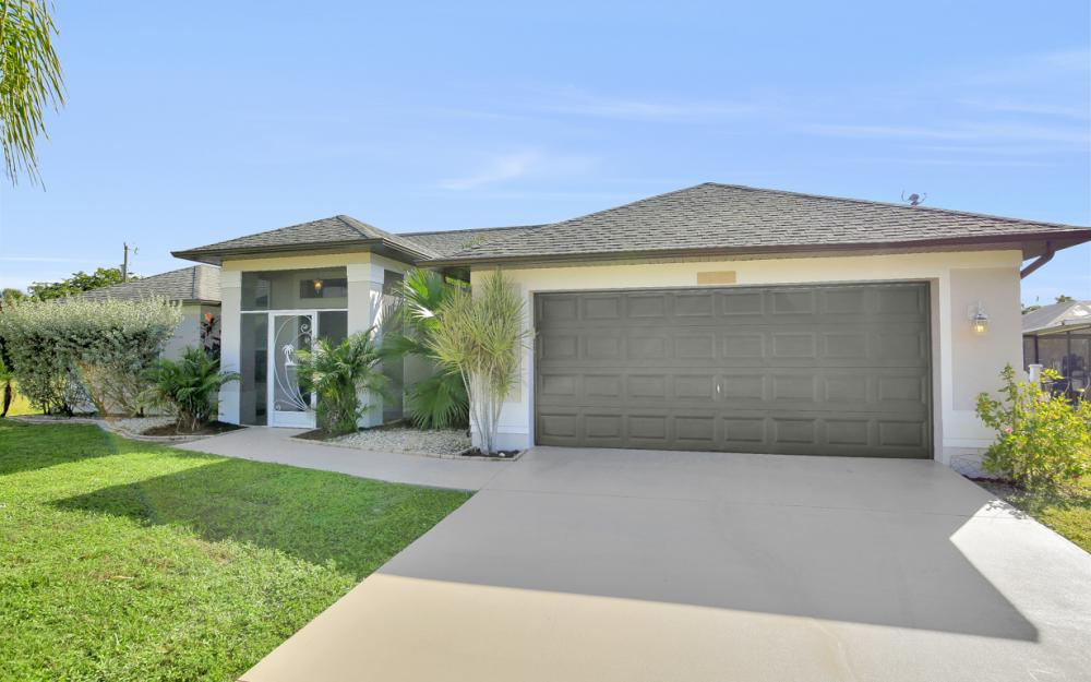 1025 NE 6th Ave, Cape Coral - Home For Sale 464600828