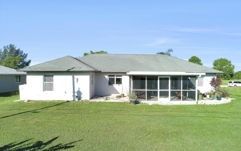1025 NE 6th Ave, Cape Coral - Home For Sale 882100924