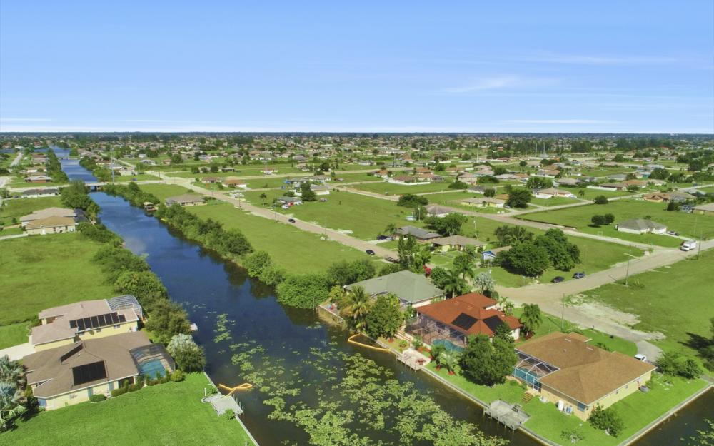 606 NW 3rd Ave, Cape Coral - Home For Sale 318096130