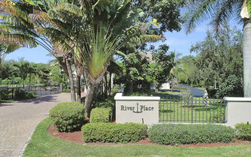 3671 Edgewood Ave, Fort Myers  - Condo For Sale 524882926